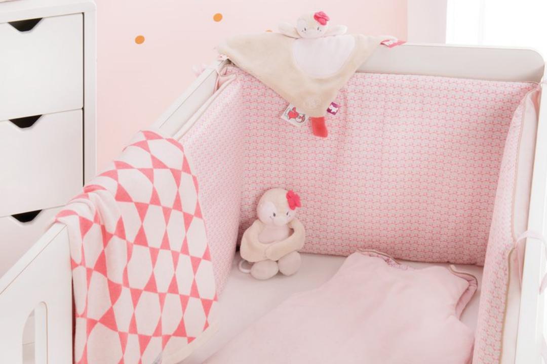 d couvrez notre s lection de tours de lit pour b b. Black Bedroom Furniture Sets. Home Design Ideas